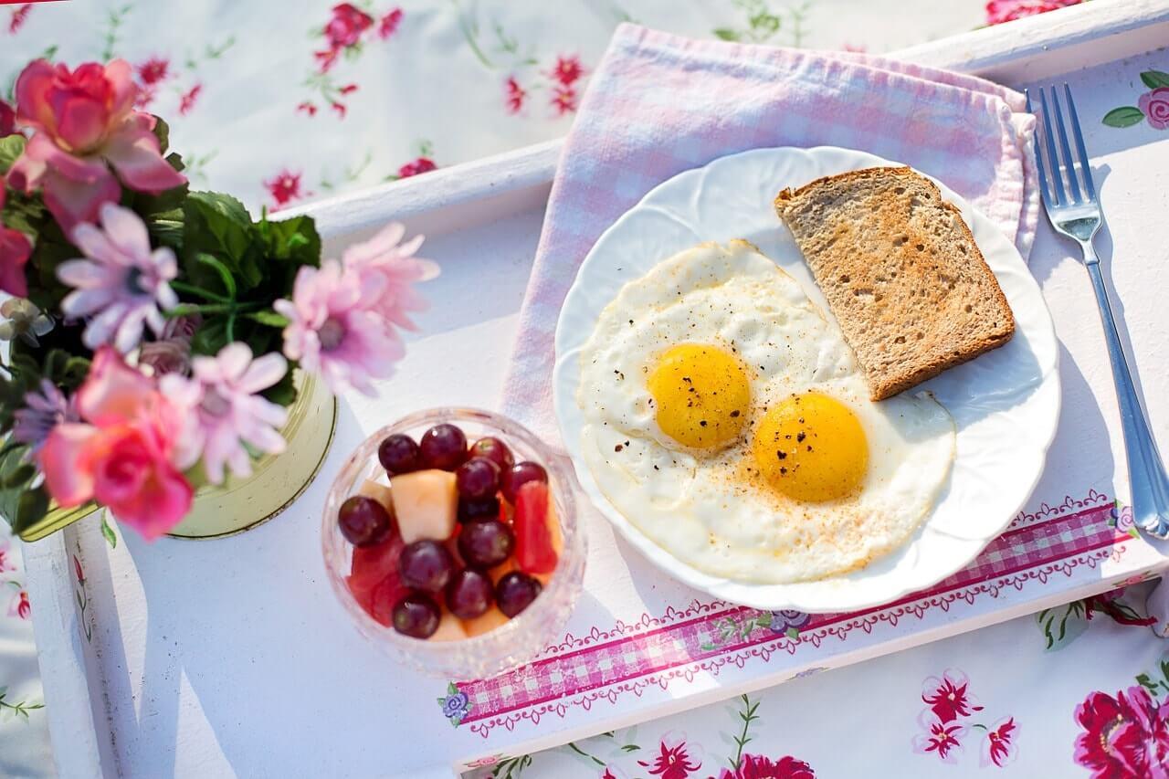 śniadanie do łóżka white pocket