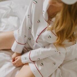 piżama w czeresnie white pocket