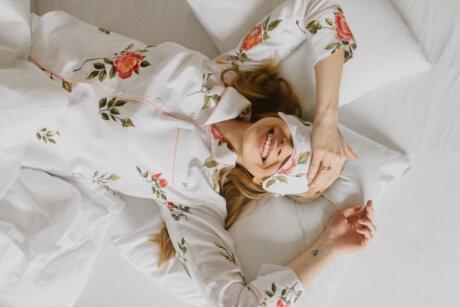 piżamka w kwiaty róże