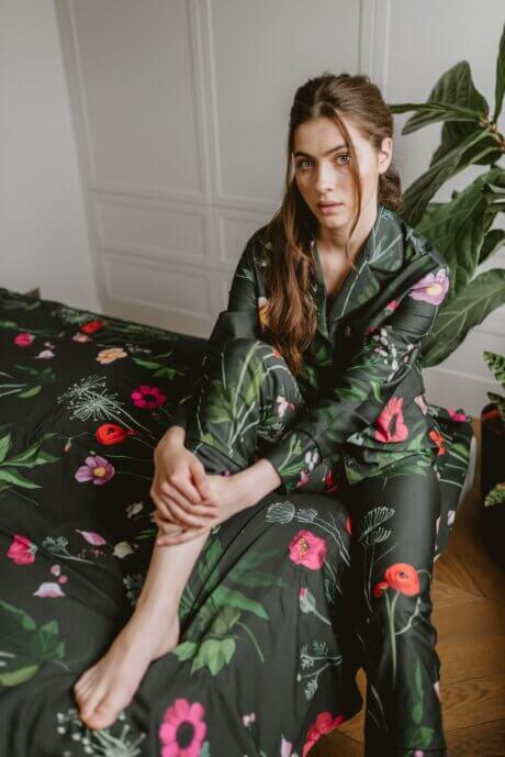 piżama ciemne kwiaty